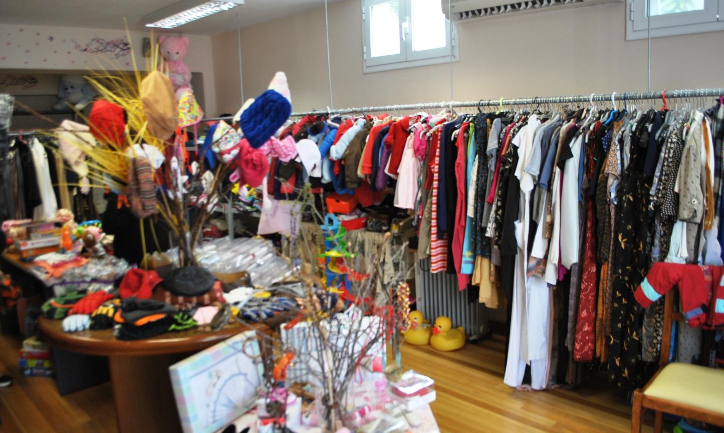 a5946278f12 Παράλληλα, από τη Μ. Δευτέρα 10 Απριλίου μέχρι και τη Μ. Τετάρτη 12  Απριλίου, η Κοινωνική Ιματιοθήκη προσέφερε στους ωφελούμενους και στα  παιδιά τους, ρούχα ...